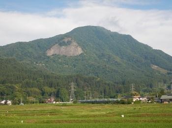 ③高畠山と駒形山(岩).JPG